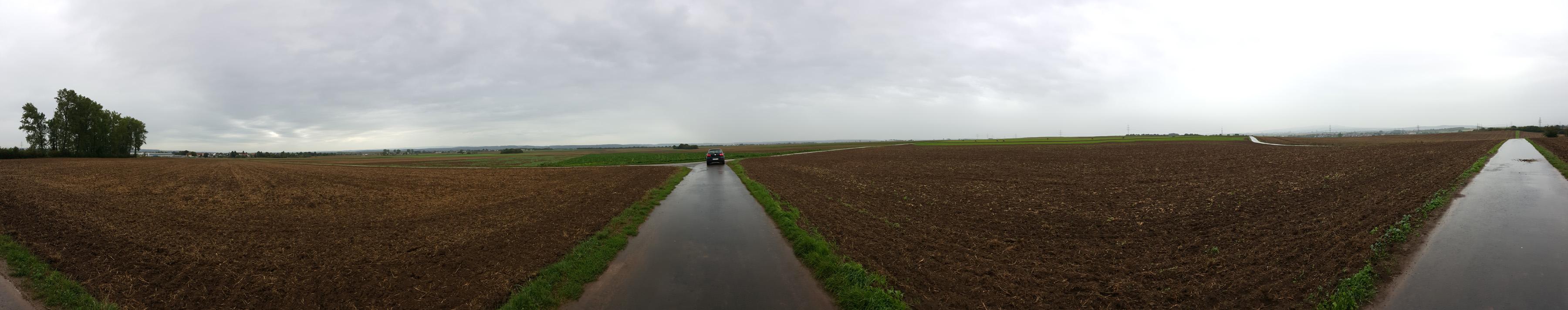 Das für den Bodenkontakt in Frage kommende Gebiet. Leider mit leeren Feldern und wenig Bäumen, also nichts, wo man Tornadospuren entdecken könnte.