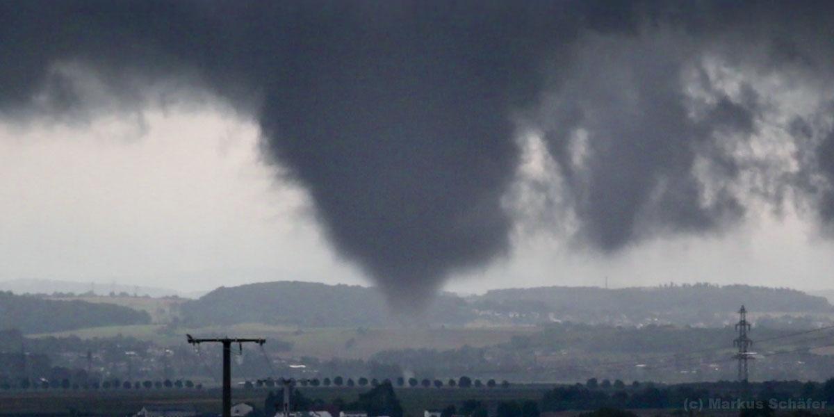 Tornado mit Bodenkontakt