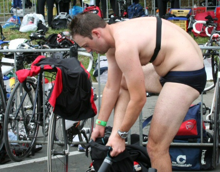 Daniel Rüd beim Triathlon - Wechselzone